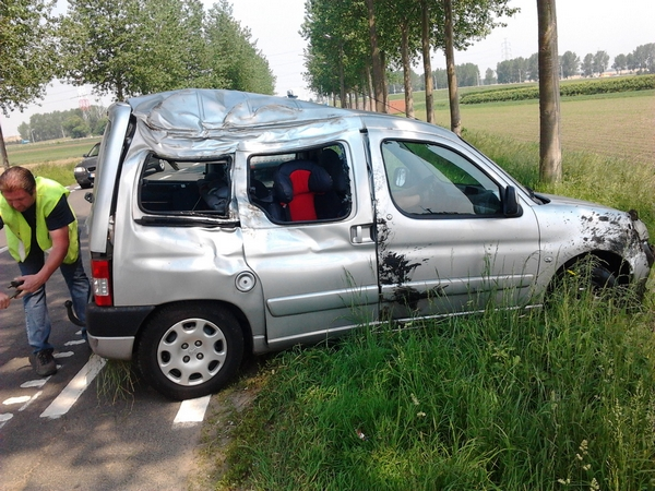 Peugeot Partner out of the ditch